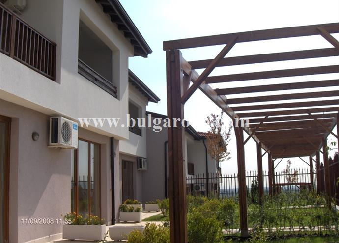 /uploads/realty/properties/ildu2h5zaeo/images/villas_patio_areas.jpg P-765
