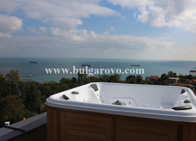 /uploads/realty/properties/vqfba3u5g0t/images/9.Jakuzzi-on-the-roof.jpg C-392