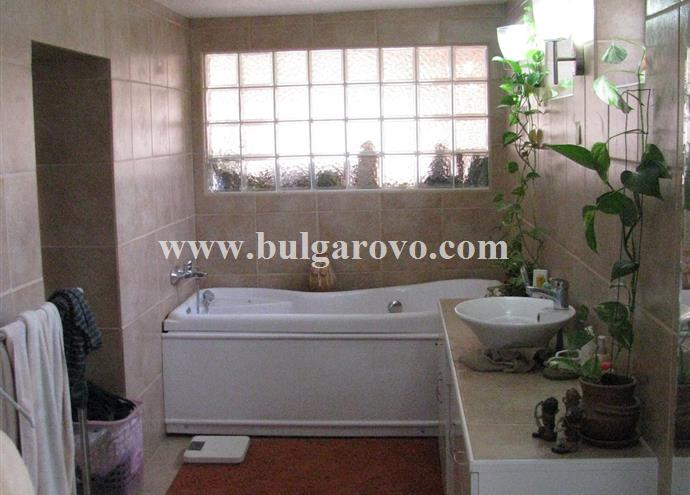 /uploads/realty/properties/wmtb4r41ccq/images/Spa_bath_and_suit.jpg P-481